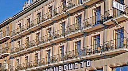 Fachada Hotel ELE Acueducto