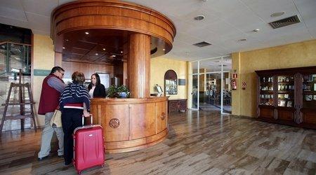 Recepción hotel ele puerta de monfragüe malpartida de plasencia