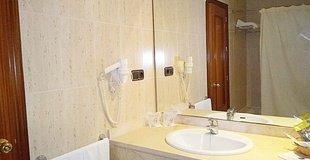 HABITACIÓN DOBLE CON CAMA SUPLETORIA ADULTO Hotel ELE Don Ignacio