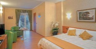 Habitaciones superiores ele green park hotel pamphili roma, italia
