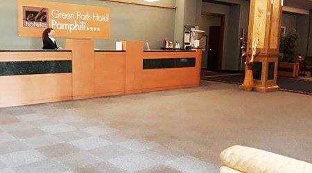Recepción ele green park hotel pamphili roma, italia