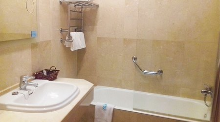 Baño hotel ele acueducto segovia