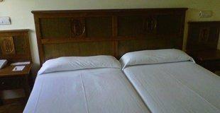 HabitaciÓn doble uso individual hotel ele puerta de monfragüe malpartida de plasencia