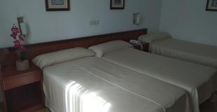 Habitación triple estándar hotel ele acueducto segovia