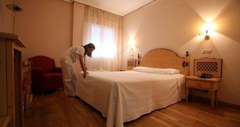 HabitaciÓn doble (3 adultos) hotel ele puerta de monfragüe malpartida de plasencia