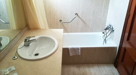Baño hotel ele don ignacio san josé, almería